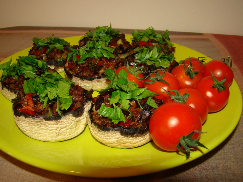 Ciuperci umplute cu carne