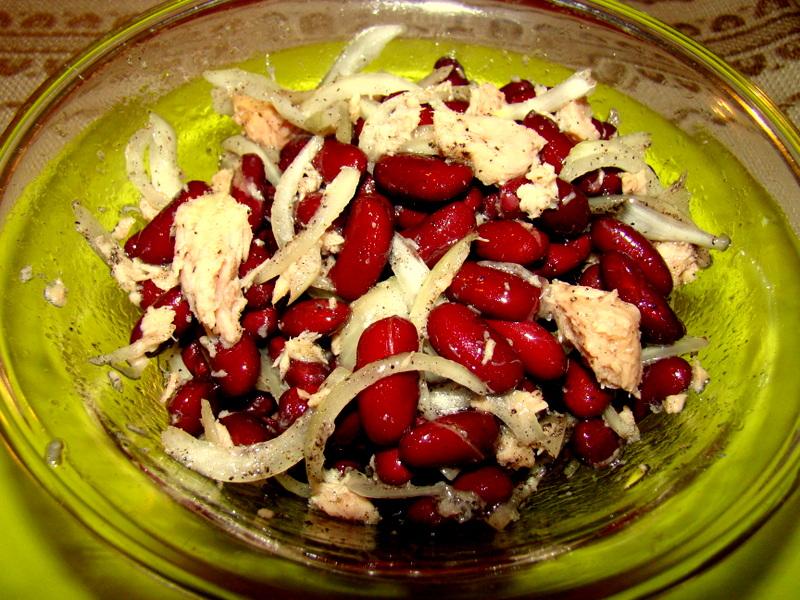 salata ton cu ceapa si fasole rosie
