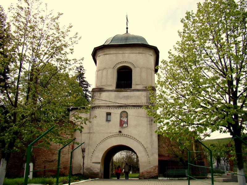 Clopotnita manastirii Calui