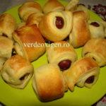 Fast-food la tine acasa: Carnaciori de bere picanti in foietaj