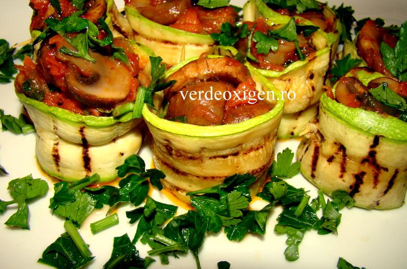 halate din dovlecei umplute cu ciuperci