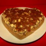 Delicii pentru copii mici si nu numai: Tort cu nuci caju, mere si curmale
