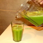 Cum sa faci un super suc energizant din doar 3 lucruri: Sanatatea ta intr-un pahar de suc verde