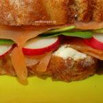 Sandwich cu somon afumat și ridichi de lună: Rapid, gustos și nutritiv
